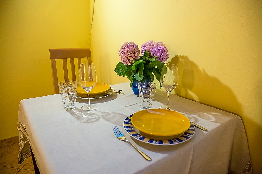 studio apartment in porec dinning table (2).jpg