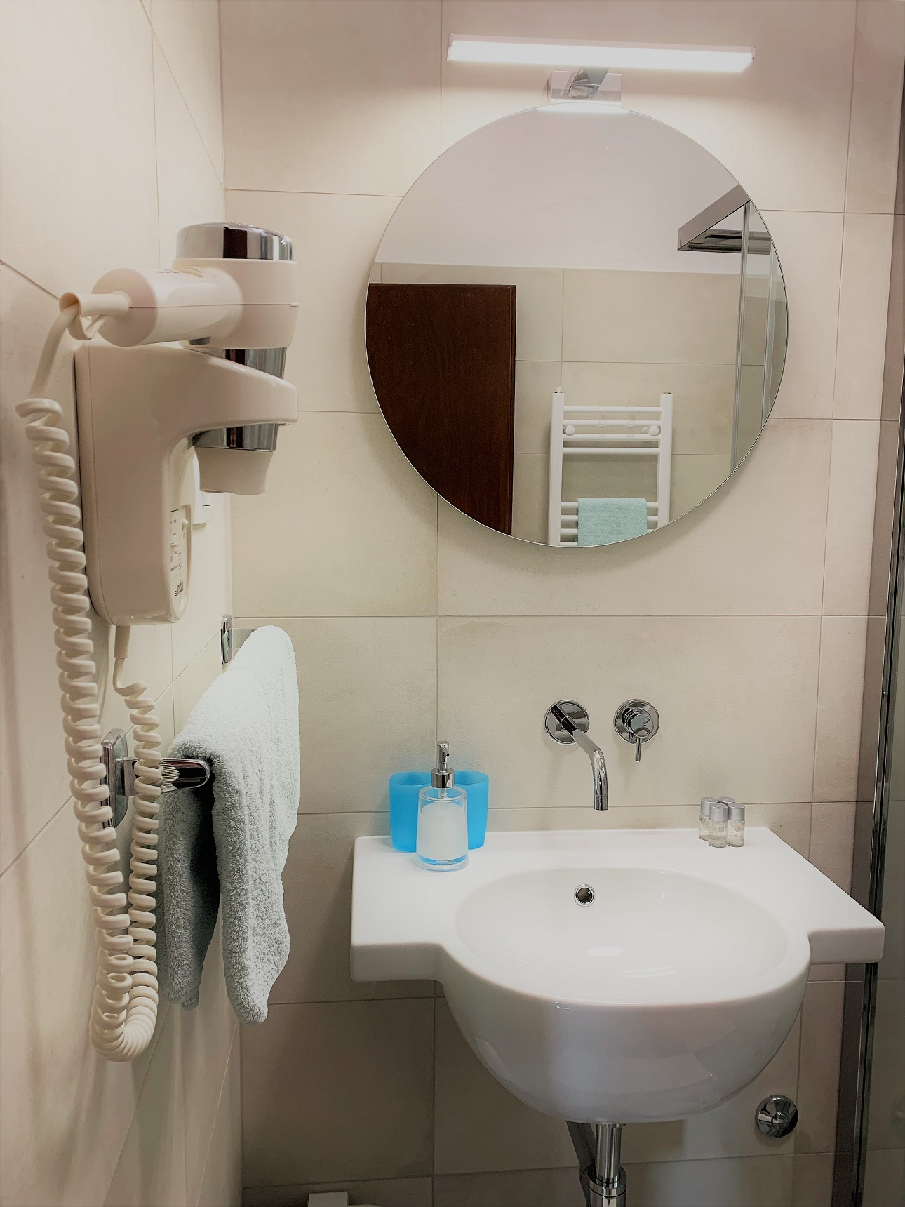 bathroom with hairdryer1290 pixela.jpg